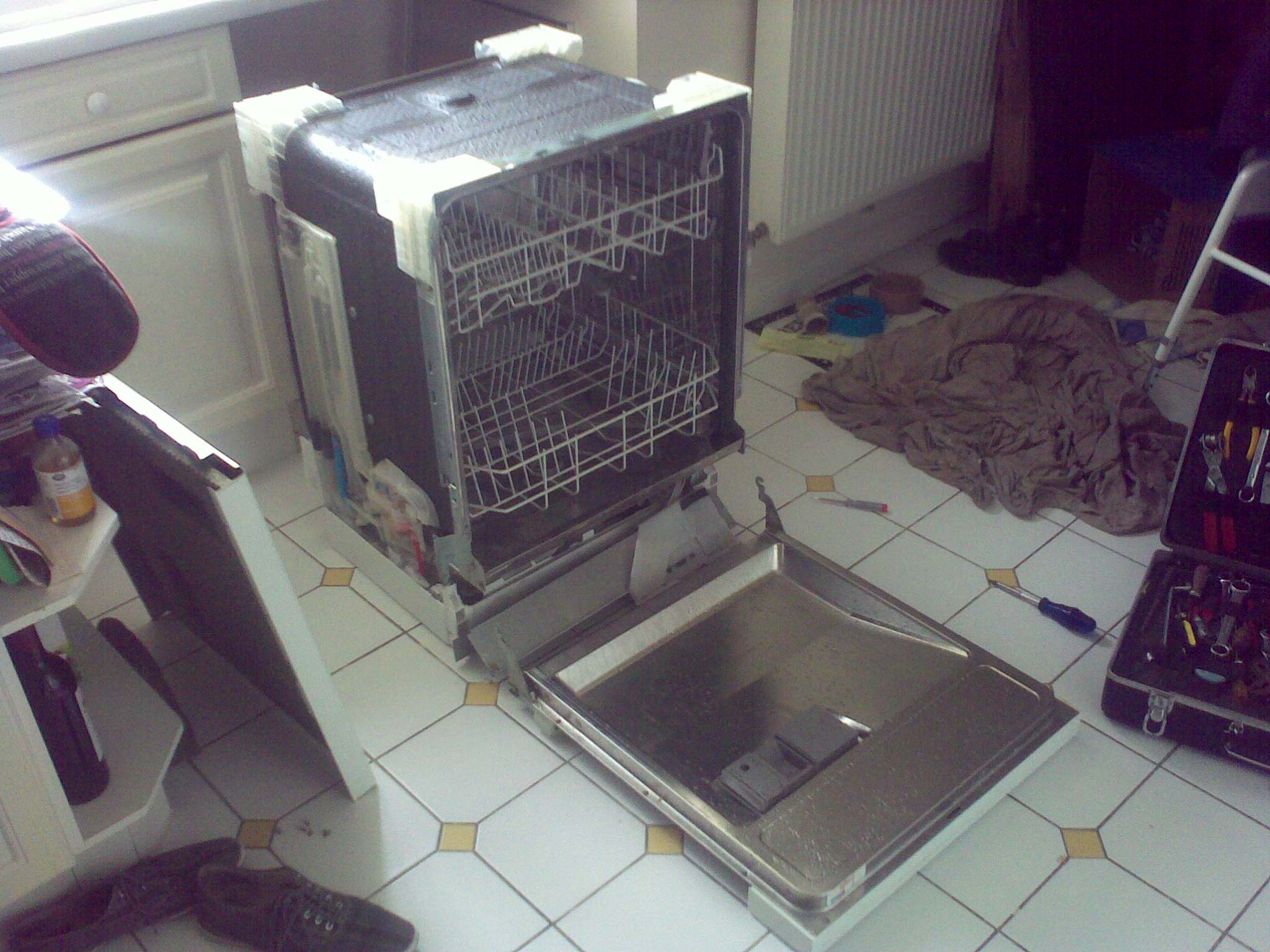 BOSCH DISHWASHER WITH TOP DOOR AND PANELS REMOVED
